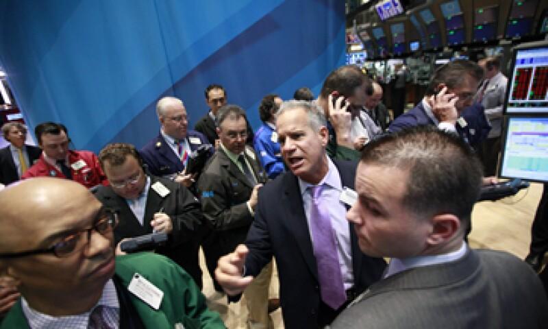 El promedio industrial Dow Jones caía en la apertura de este lunes 0.28% a 13,001.71 unidades. (Foto: Reuters)