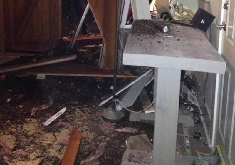 La puerta principal y ventanas no fue lo único dañado, sino también la construcción como tal.