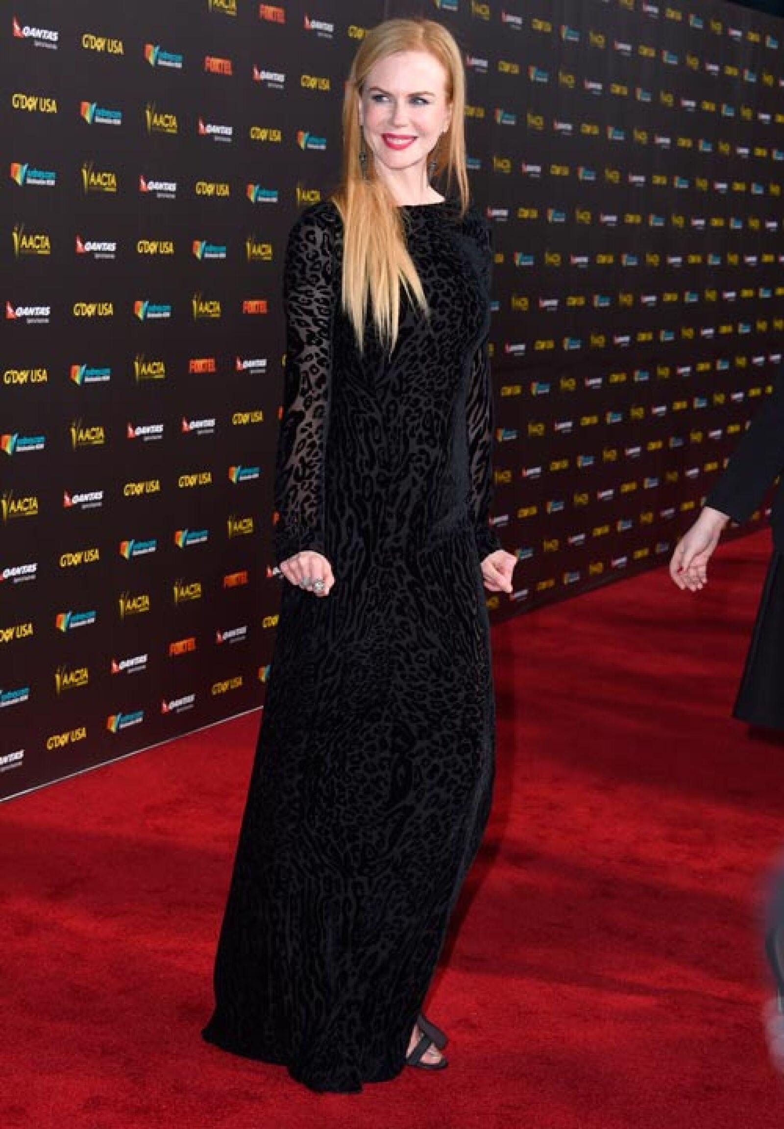 Nicole aunque lucía despampanante con su vestido de noche, no brilló tanto como Scarlett y Elsa.