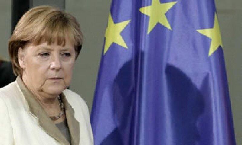 Angela Merkel esperará a la troika para decidir si se da más tiempo a Grecia para alcanzar sus metas presupuestales.  (Foto: Reuters)