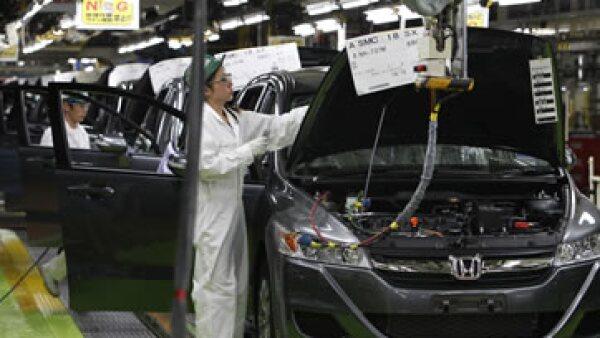 Analistas consideran que la recuperación de las automotrices japonesas ha sido sobresaliente tras el desastre natural. (Foto: AP)