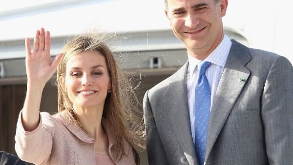 Según ha revelado la prensa local, el recién nombrado Rey de España salió la noche del jueves con un grupo de amigos y llamó la atención el hecho de que no lo acompañara su esposa.