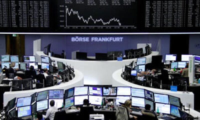 El índice paneuropeo FTSEurofirst 300 cerró extraoficialmente con una caída de 2.09%. (Foto: Reuters)