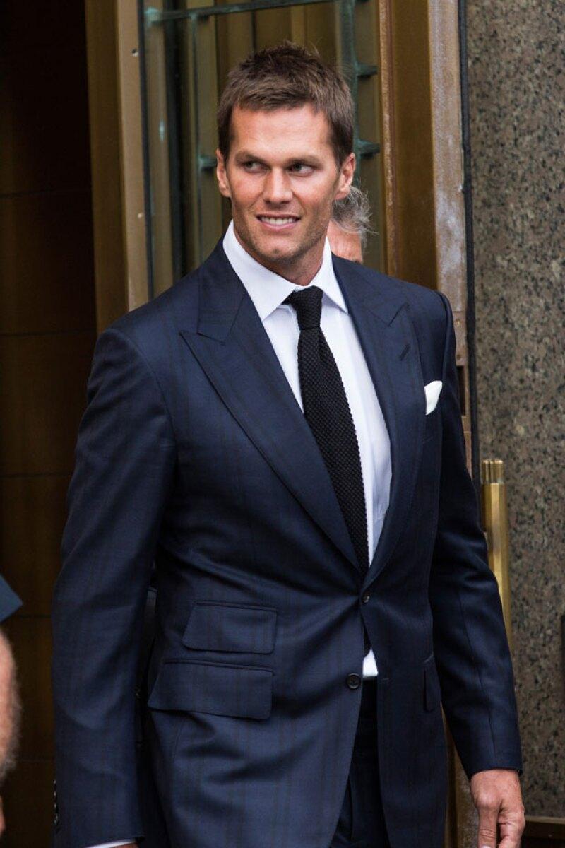 El quarterback de los Patriots asistió a la corte para enfrentar su suspensión tras el escándalo Deflategate, pero han sido los bocetos sobre el juicio los que generaron burlas en internet.