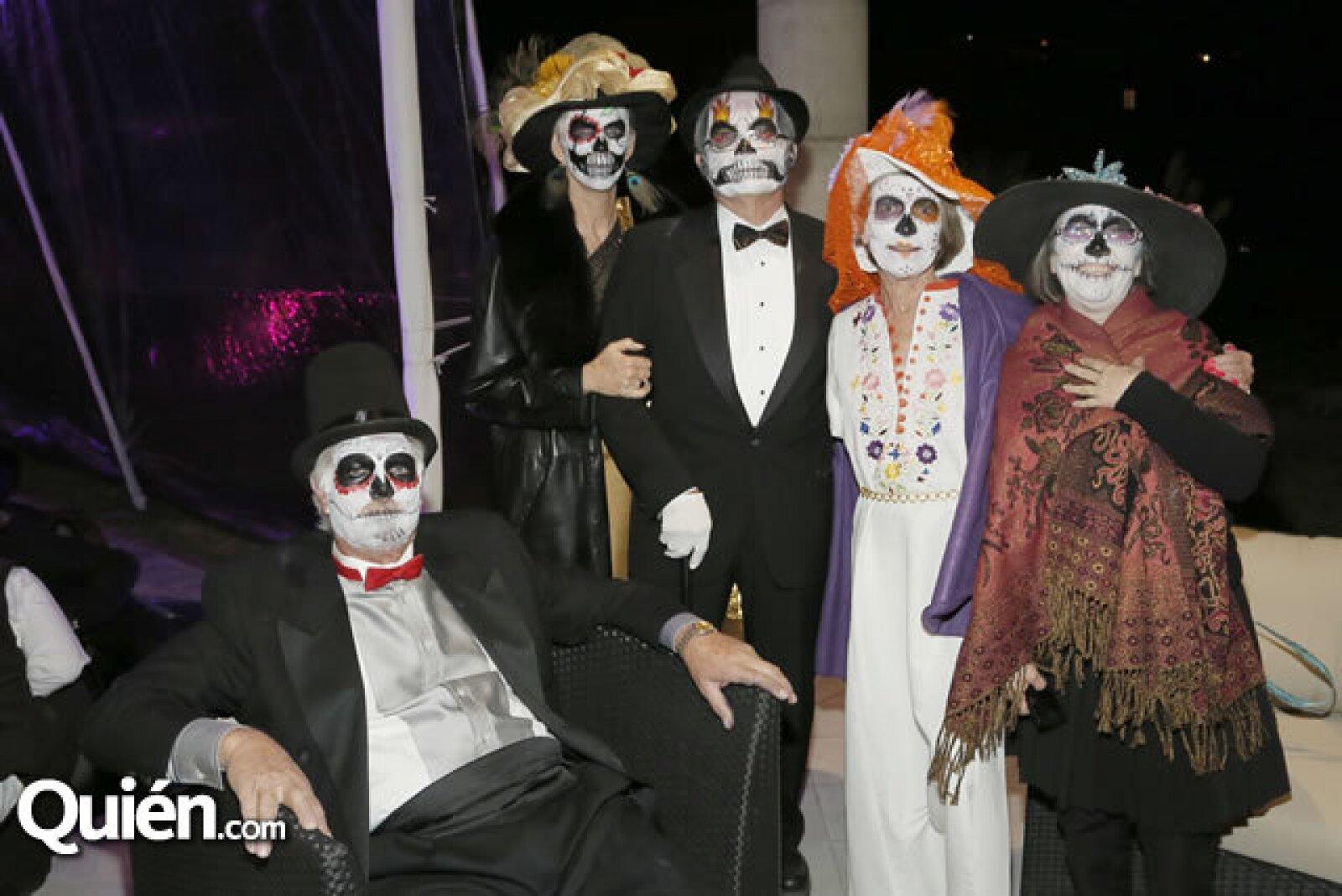 Carlos Hill,Rebeca Nixon,Charles Nixon,Rebeca Ulrich,Marianna Alamazo