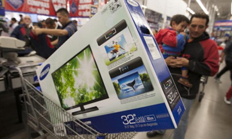 De acuerdo con un sondeo de Walmart, más del 50% de los consumidores prevé gastar más en botanas y bebidas por el Mundial. (Foto: Cuartoscuro)