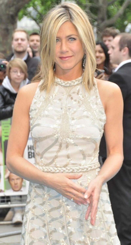 La actriz organiza una fiesta con amigos para celebrar la venta de su casa en Beverly Hills