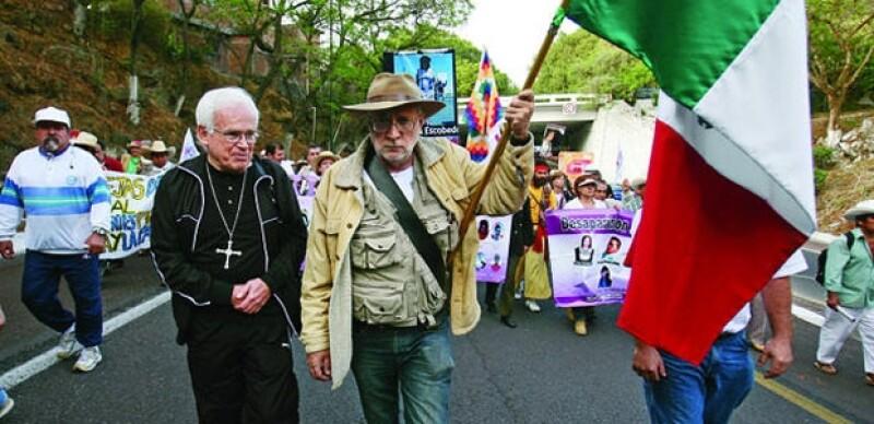 Javier Sicilia ha sido acompañado por diversos personajes como el obispo de Saltillo, Raúl Vera.