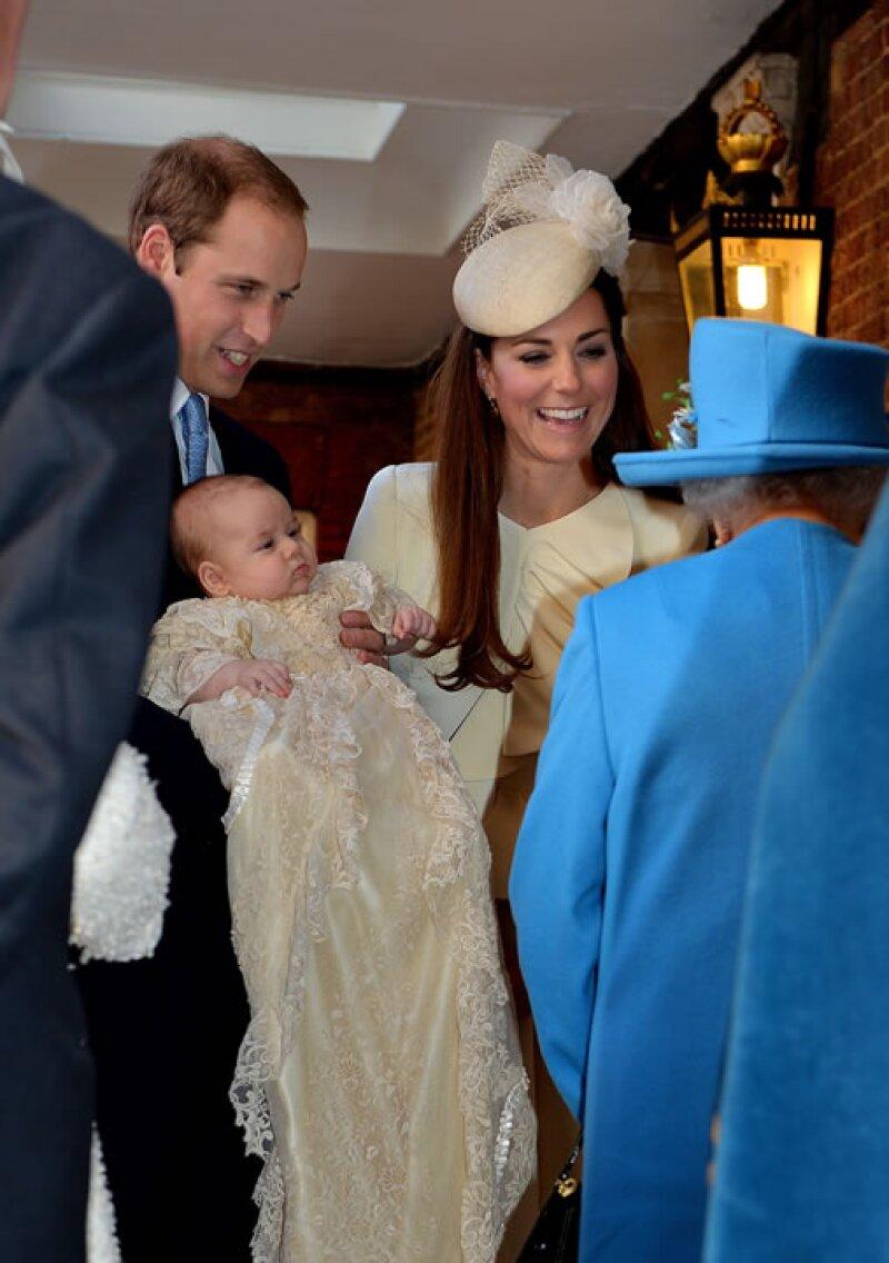 La reina se ha mostrado cercana a sus nietos desde su nacimiento,
