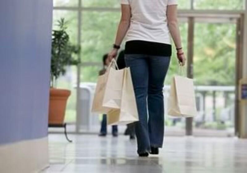 Los negocios establecidos en los corredores de los centros comerciales te permiten explorar el sector sin gastar en un local fijo. (Foto: Jupiter Images)