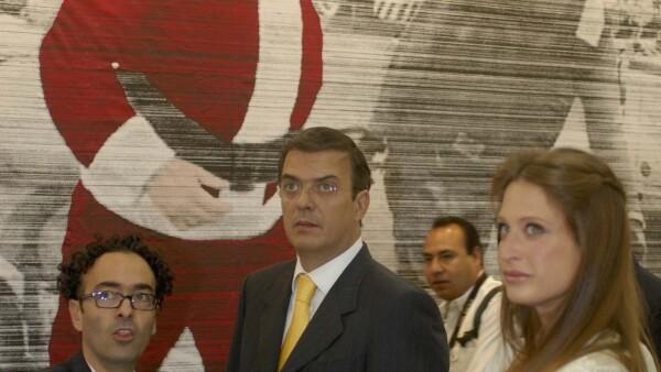 A días de ser destapado su divorcio, el Jefe de Gobierno del D.F. y Zélika García, directora de Maco, inauguraron la feria de arte más importante del País en Centro Banamex.