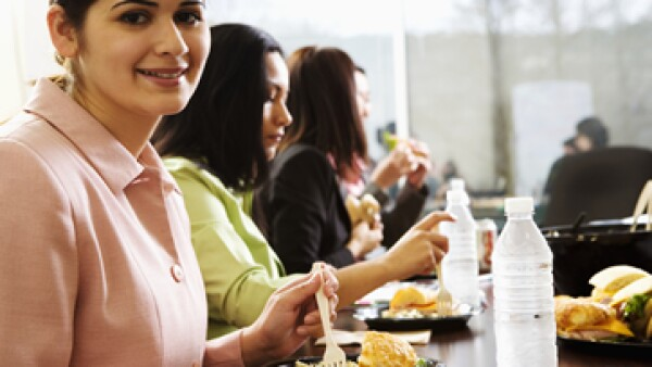 La productividad de las empresas puede bajas 20% por la mala alimentación de los trabajadores. (Foto: Thinkstock)