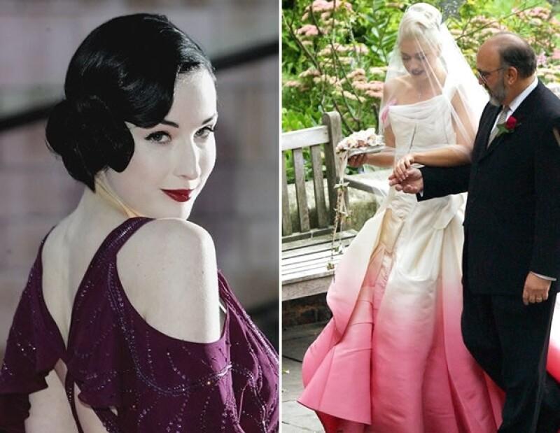 Dita Von Teese usó un color púrpura profundo para su boda con Marilyn Manson, y Gwen Stefani impactó con un rosa intenso diseñado por John Galliano.