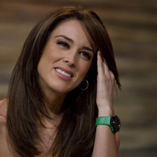 Jacqueline Bracamontes. La actriz estudió Ciencias de la Comunicación en el Tecnológico de Estudios Superiores de Occidente (ITESO) de Guadalajara.