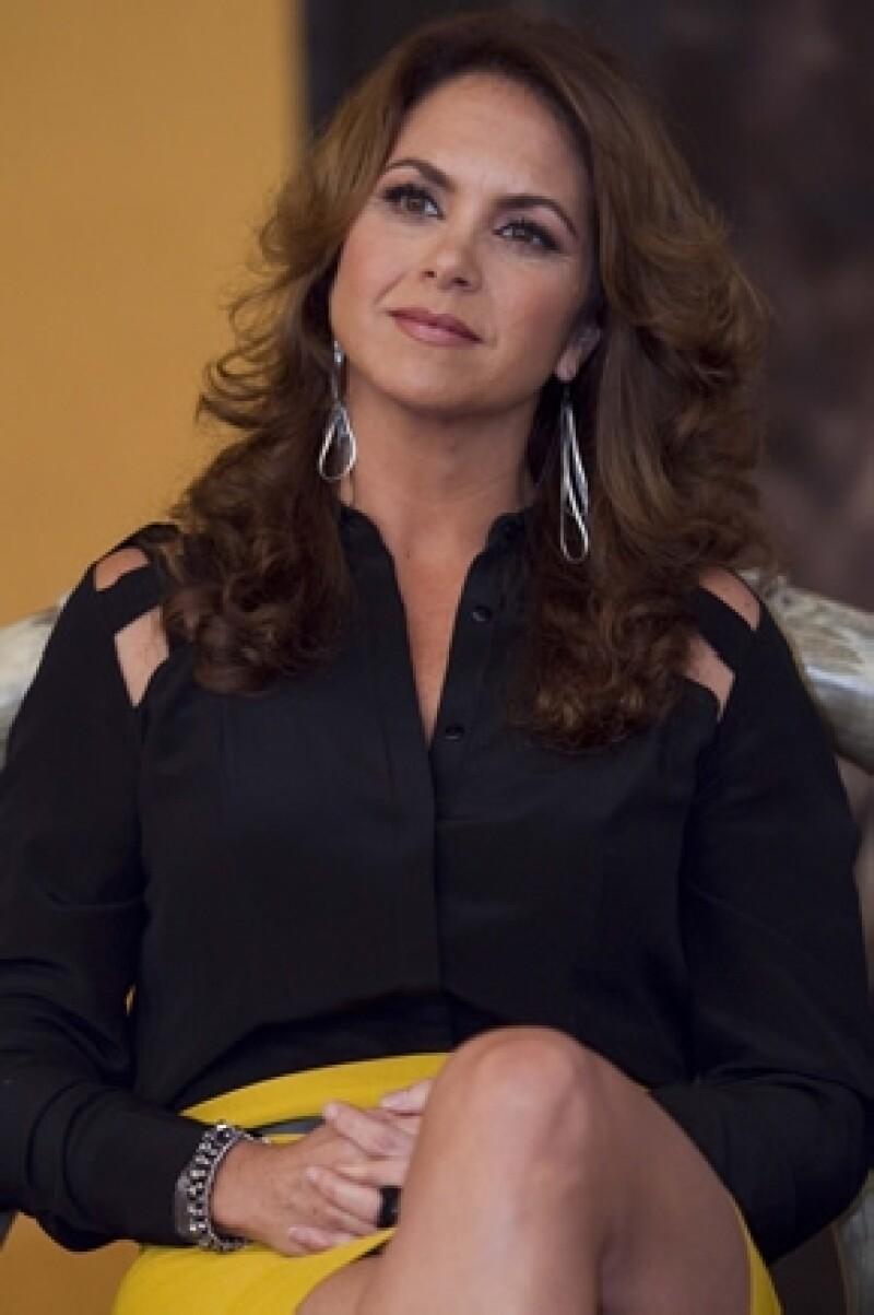 """La protagonista de """"Por ella soy Eva"""", telenovela que termina este fin, dijo en entrevista que le halaga que sus conocidas le pidan el teléfono de su cirujano."""