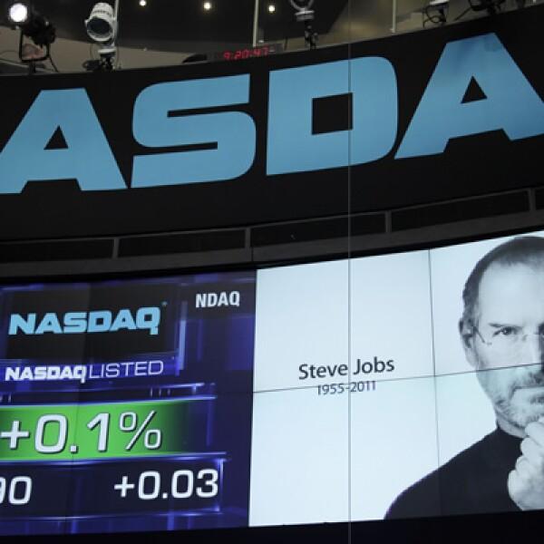 Se calcula que a raíz de la muerte de Jobs, Twitter recibió unos 10,000 tweets por segundo, lo que incluso provocó problemas en la red social.