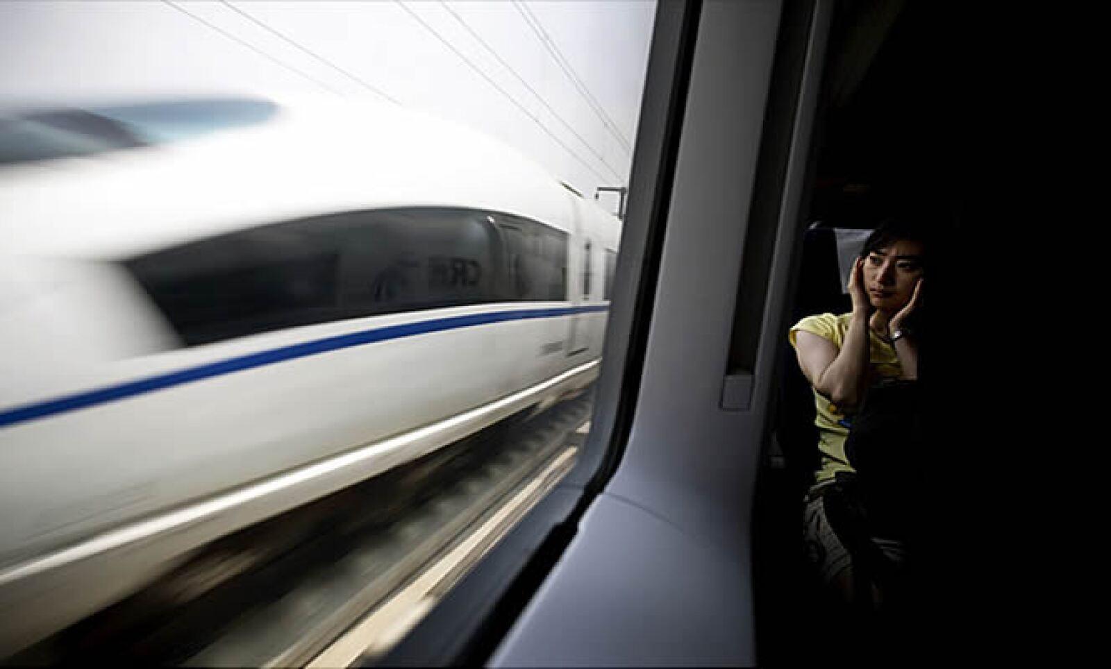 La gente solía mirar por las ventanas en un trayecto de más de 2 horas, hoy esa distancia se recorre en casi media hora.