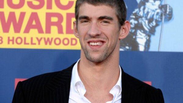 La Federación Estadounidense de Natación, USA Swimming, suspendió tres meses a Michael Phelps de toda competencia oficial, a raíz de la divulgación de una foto en la que aparece fumando mariguana, por lo que el atleta dejó abierta la posibilidad de no par