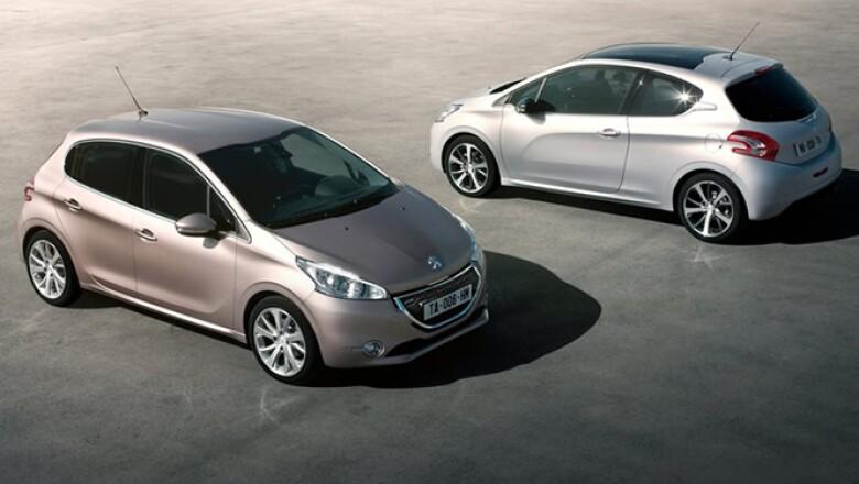 Además del tamaño, el vehículo también disminuye su peso en 110 kg promedio respecto del modelo 207.