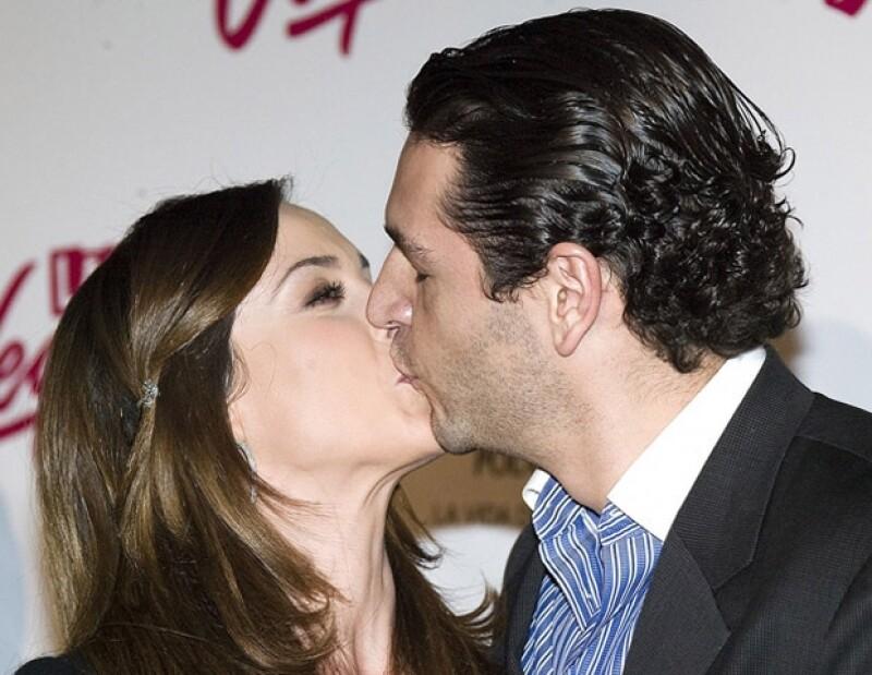 El mejor momento de Jacky Bracamontes en el 2011 fue su boda con Martín Fuentes.