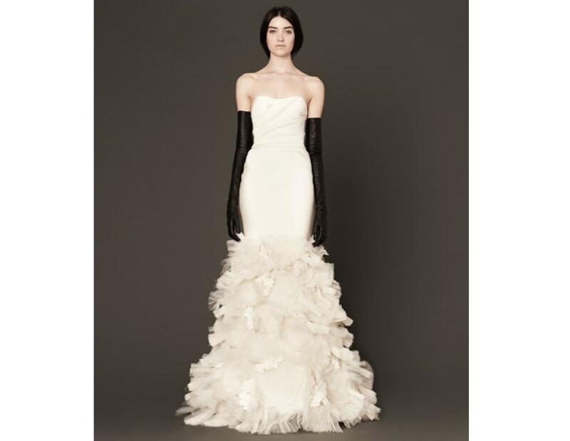 Vera Wang es reconocida como una de las mejores diseñadores nupciales del mundo. Este vestido, de su colección Bridal 2014, es muy similar al elegido por Manne Felici.