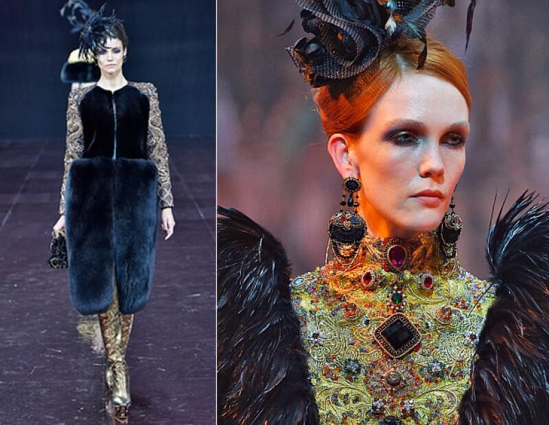 Sus prendas se caracterizan por ser muy extravagantes y ostentosas.
