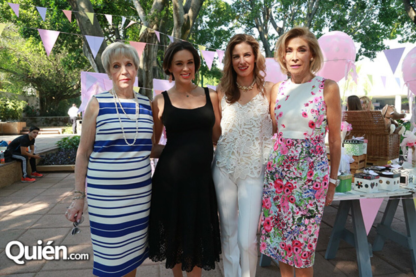 Virginia Fuentes, Jacqueline Van Hoorde, Jacky Bracamontes y Alina Bracamontes