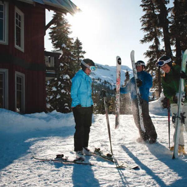 También podrás deslizarte en las montañas Whistler y Blackcomb o en Revelstoke Mountain Resort,  el nuevo centro de esquí que tiene la pendiente más pronunciada en Norteamérica.