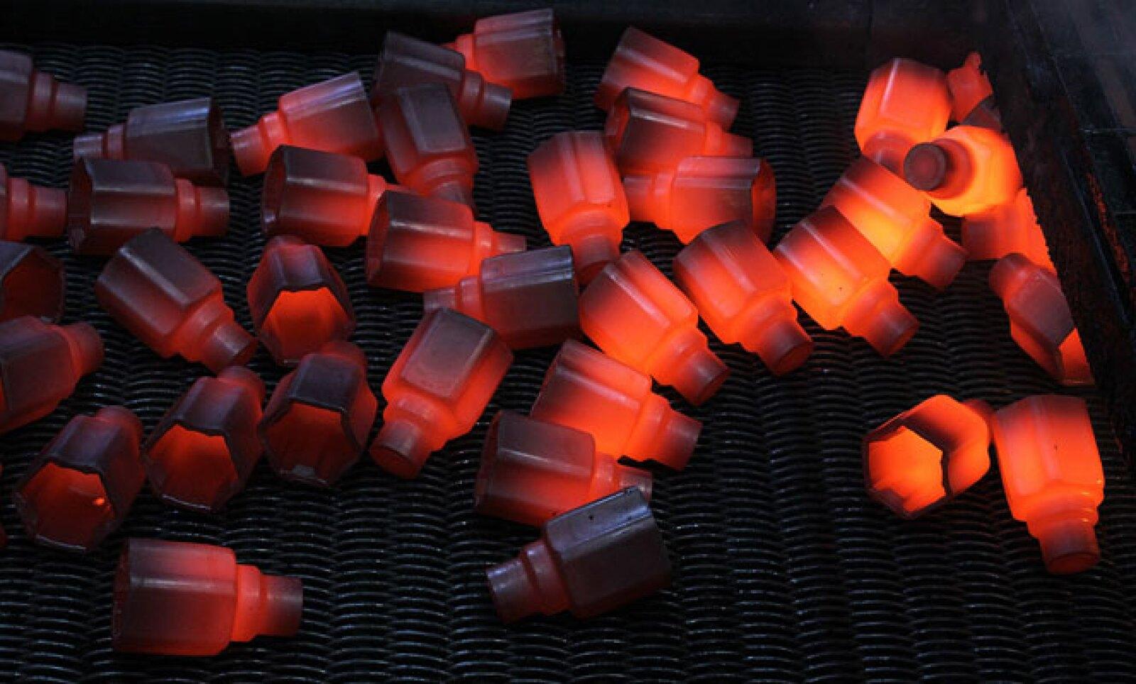 El material se somete a temperaturas de 850°C para poder ser trabajado.