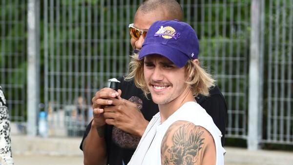 Justin Bieber alerta a sus fans