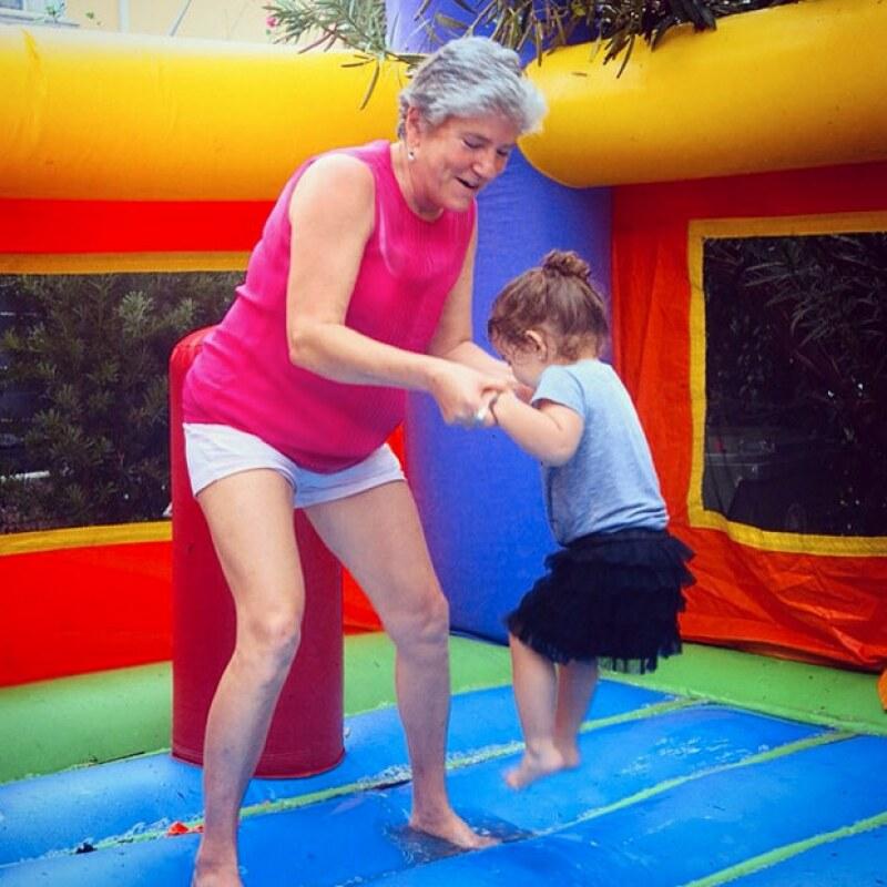 Los juegos inflables no faltaron en la fiesta de Erin, quien se divirtió en éstos.