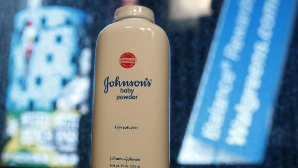 Johnson & Johnson deberá pagar 55 mdd a una mujer que usó polvos de talco durante más de 35 años antes de ser diagnosticada con cáncer de ovario.