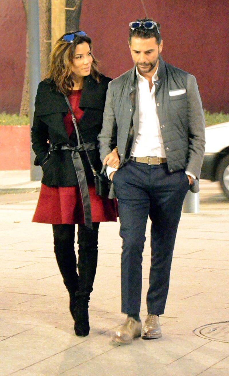 Previo a su asistencia a los SAG Awards de este fin de semana, la estadounidense fue captada paseando y haciendo compras junto a su prometido en la Ciudad de México.