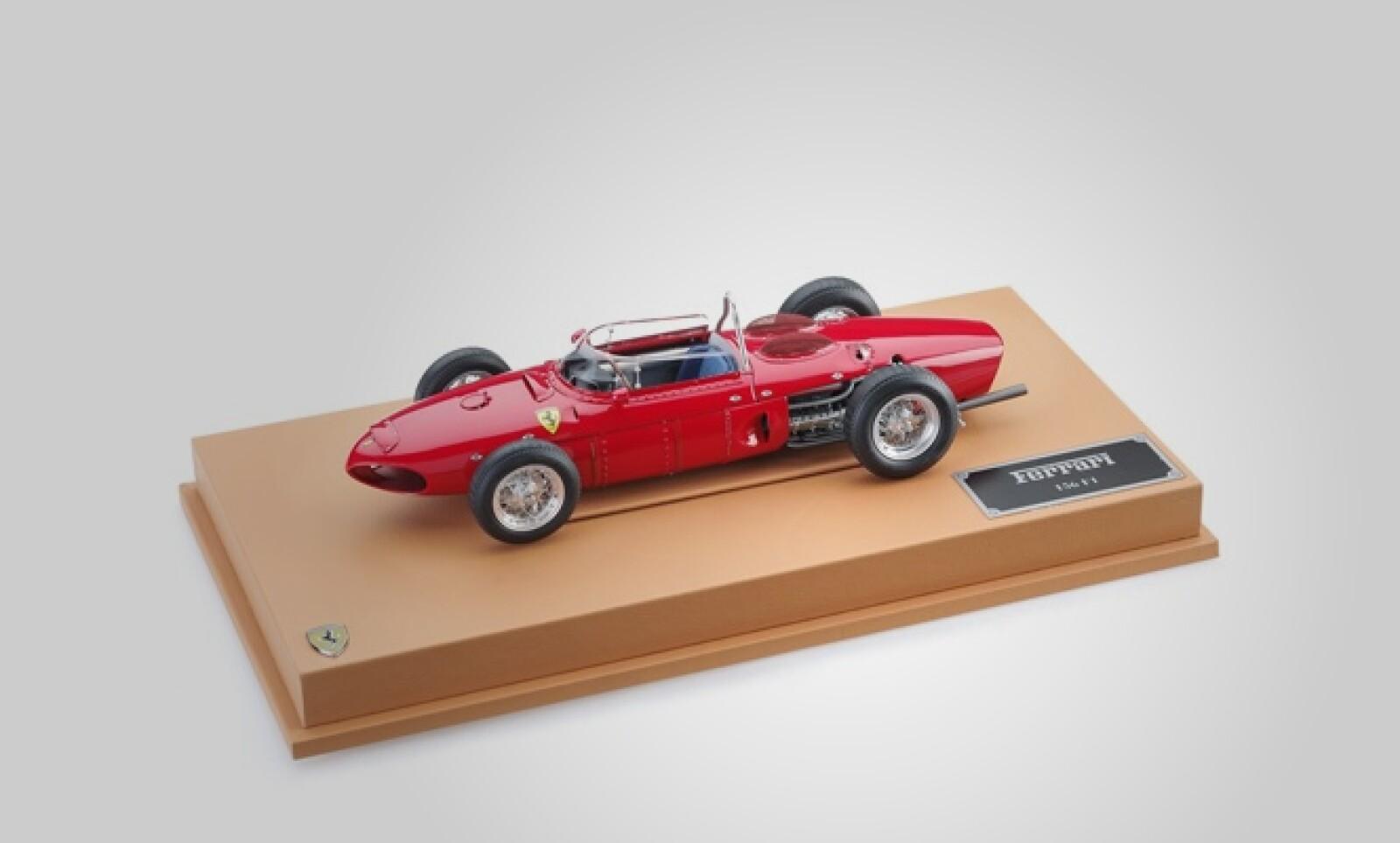 Esta reproducción escala 1:8 del modelo Ferrari 156 F1, fue diseñada especialmente para esta temporada para recordar el 50 aniversario del World Driver Championship. Precio: 852 dólares.