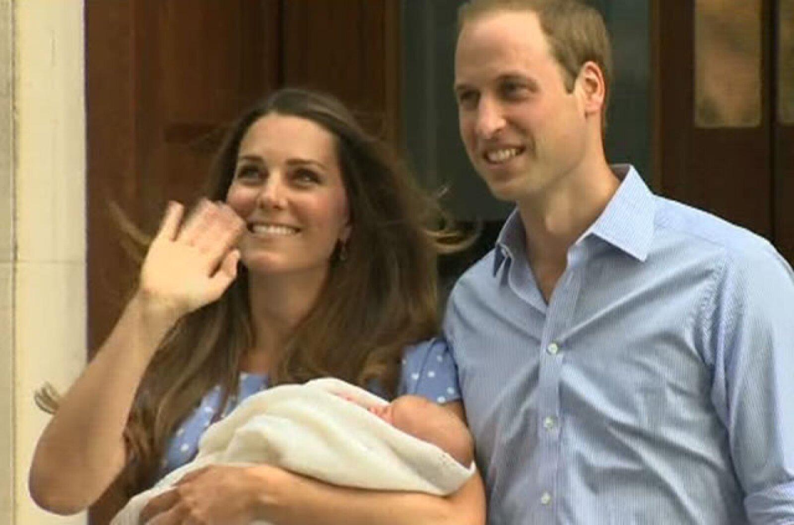 Hace 31 años, Diana de Gales salió por la misma puerta presentando al príncipe Guillermo.
