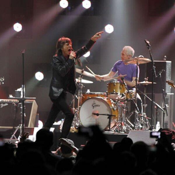 Sandy dejó al menos 125 muertes, incluyendo 104 en Nueva York y Nueva Jersey. Los chicos malos del rock & roll, los Rolling Stones, también participaron en el concierto.