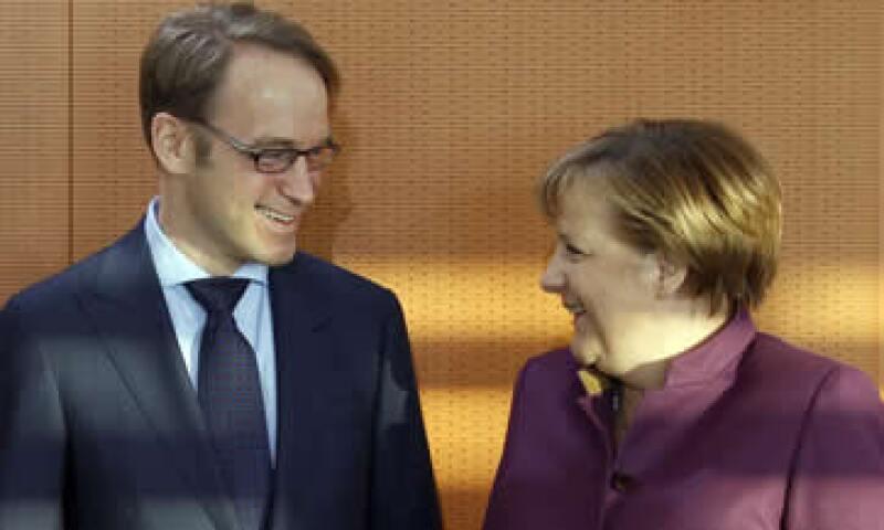 El diario alemán Bild reportó la semana pasada que Weidmann había amenazado con renunciar debido al plan. (Foto: AP)