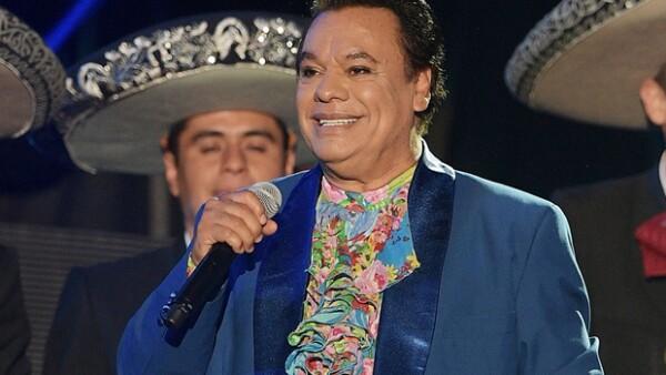 Hacemos un recorrido por los éxitos del divo de Juárez, seleccionando las mejores frases de sus canciones más memorables.