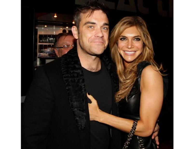 El cantante anunció hoy por la tarde que su esposa Ayda Fields acaba de hacerlos papá, su niña llevará el nombre de Theodora Rose.
