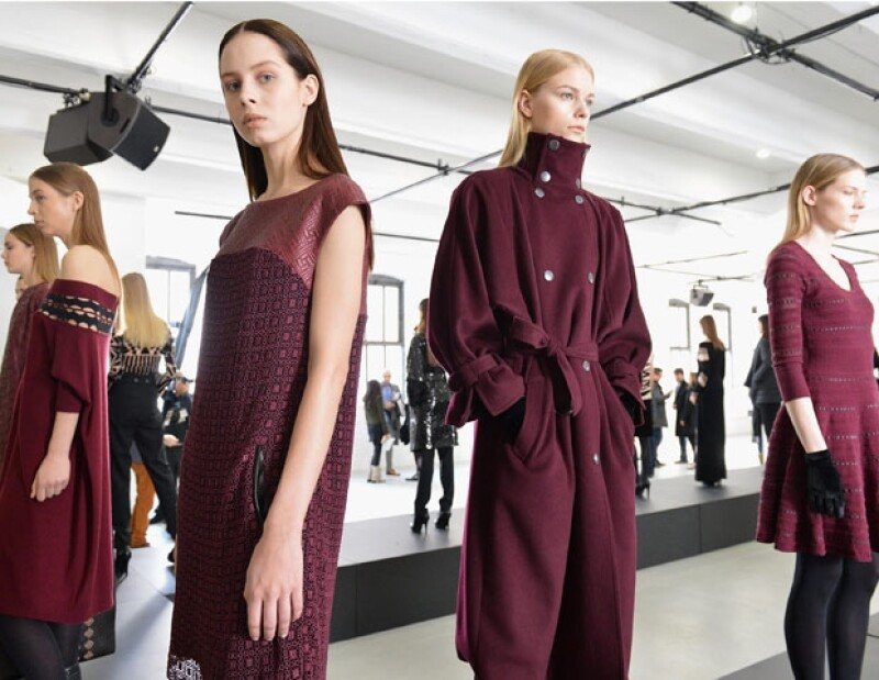Para su colección Otoño-Invierno 2013/2014, la creativa reinterpreta esta corriente artística a manera relajada, sofisticada y moderna durante la Semana de la Moda neoyorquina.