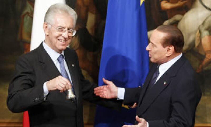 Silvio Berlusconi (d) dijo que Mario Monti (i) no puede permitirse ignorar al PDL, el mayor partido en el Parlamento. (Foto: AP)