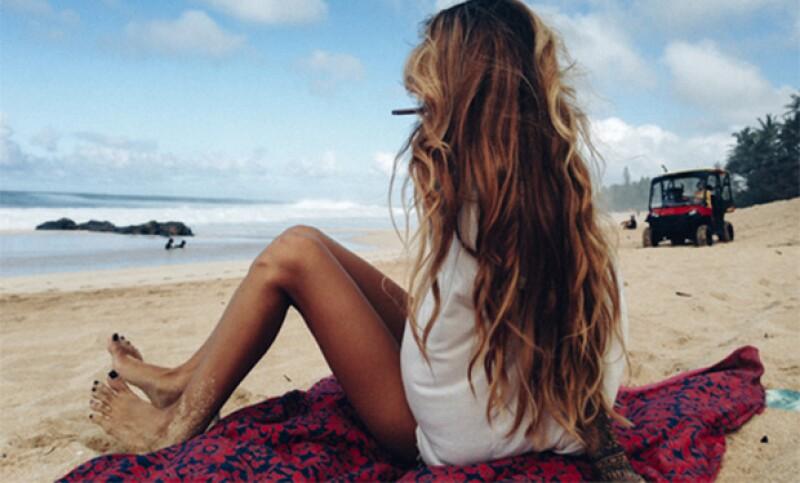 Hay muchos productos para el pelo, pero esta nueva tendencia te hará querer dejarlo todo y lucir como si estuvieras recién salida de la playa.