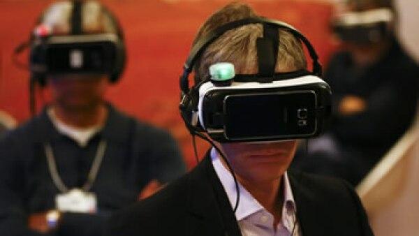 Google lanzará un visor de realidad virtual que será la competencia de Samsung este año, de acuerdo con reportes. (Foto: Reuters)