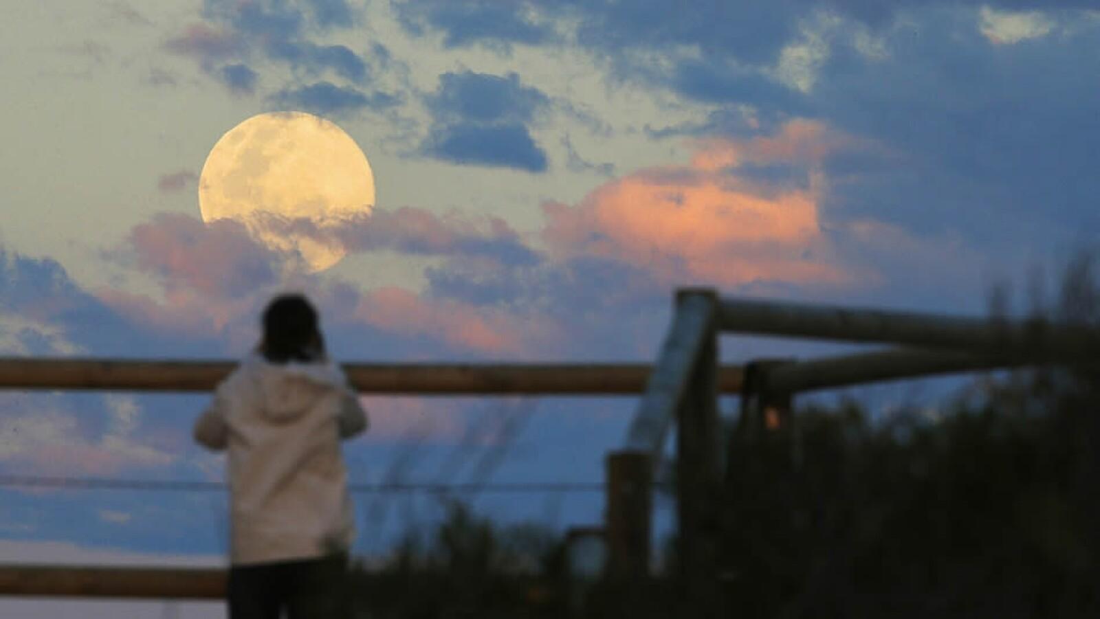 Super luna llena Australia Sydney atardecer