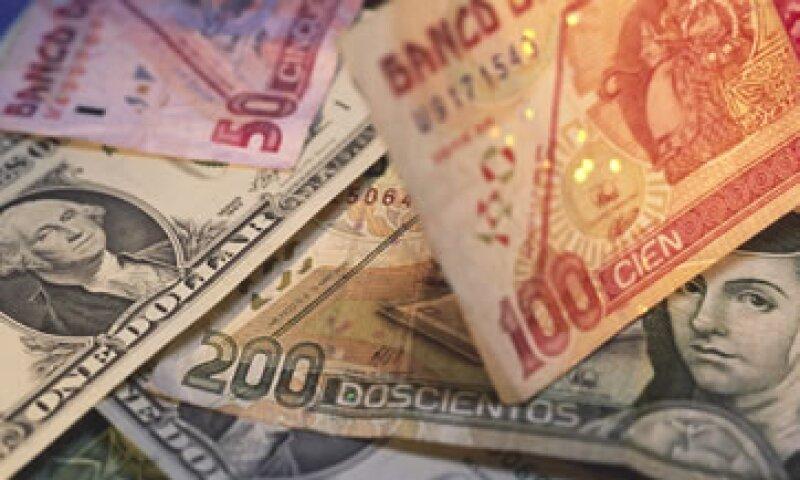 En ventanilla bancaria, el dólar se vende en 12.65 pesos.  (Foto: Getty Images)