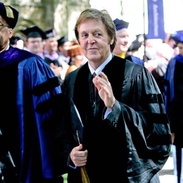 Paul McCartney es un genio de la música, por ello estudió un doctorado en música. En 2008 se graduó de la Universidad de Yale.