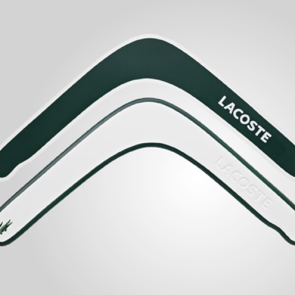 El bumerang es producido por la marca deportiva 3B de Francia, de contrachapado de abedul delgado.