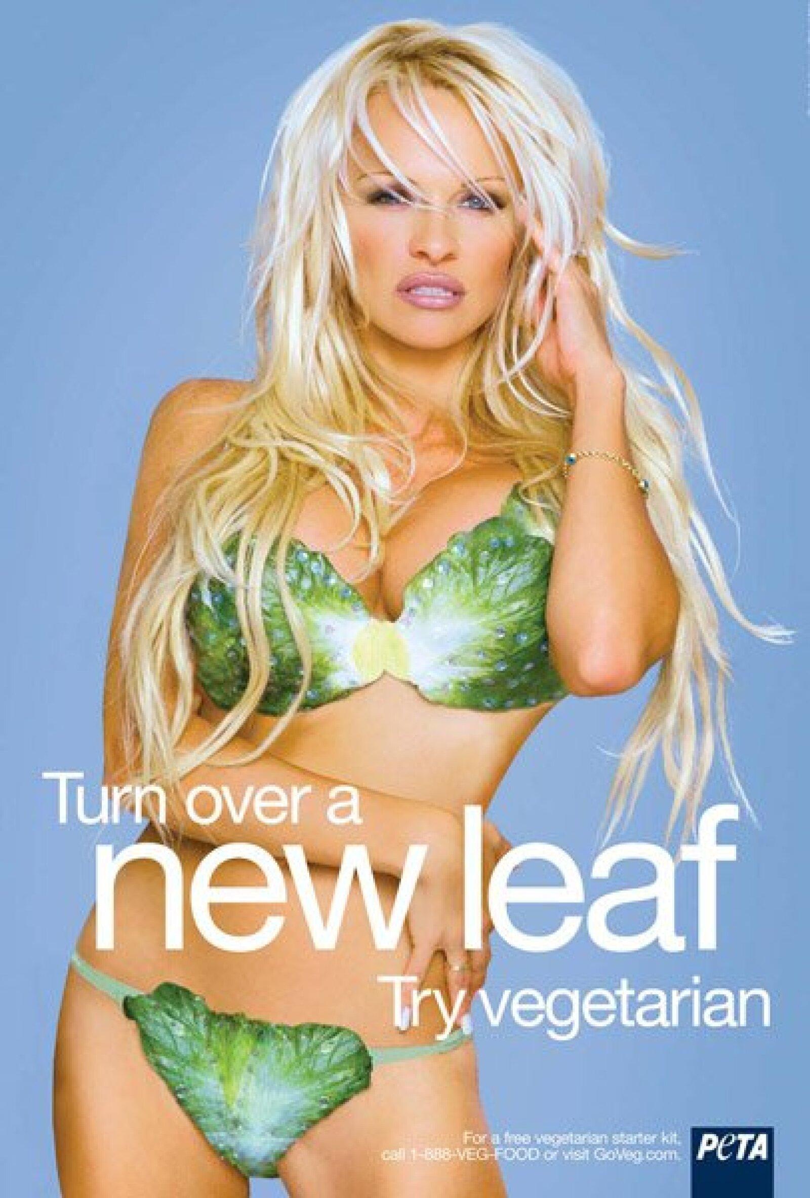 Pamela Anderson posó para PETA donde incitaba al vegetarianismo. Siempre a favor de los animales.