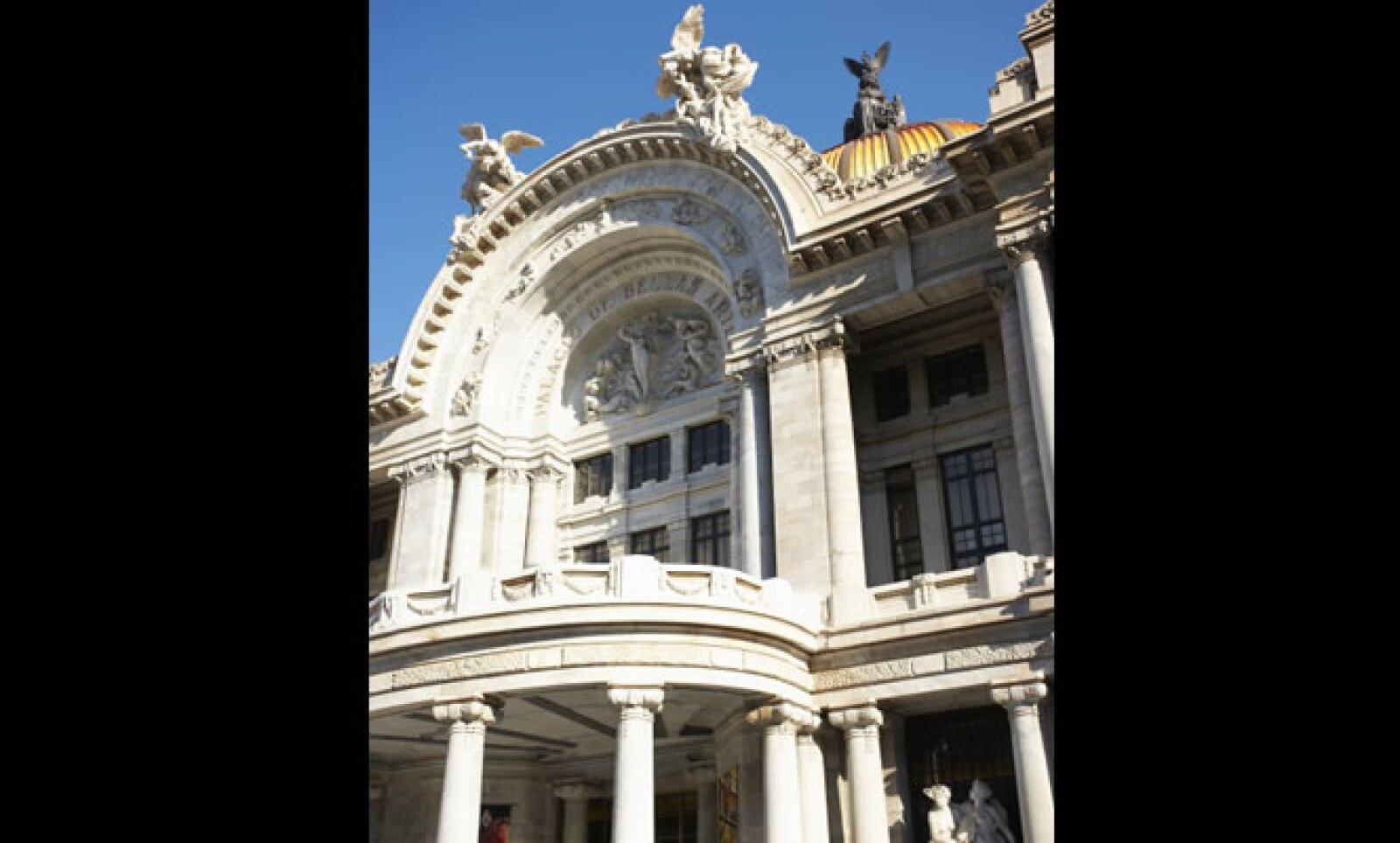 Declarado un monumento histórico por parte de la UNESCO en 1987, esta pieza arquitectónica se empezó a construir el 2 de abril de 1904, mezclando estilos de la época como el art nouveau y art decó.