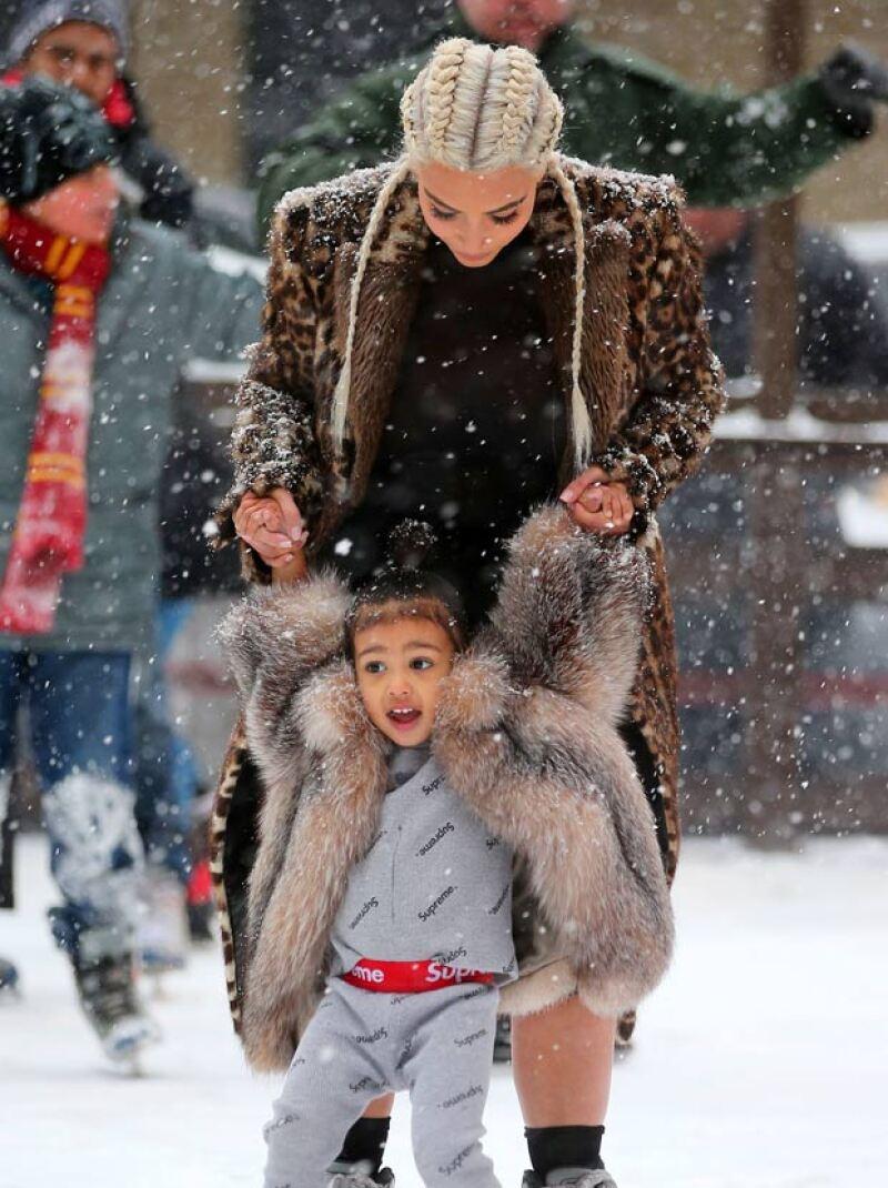 La estrella de televisión hizo un espacio en su ocupada agenda para llevar a su hija a patinar en hielo en Nueva York, donde ambas se divirtieron.